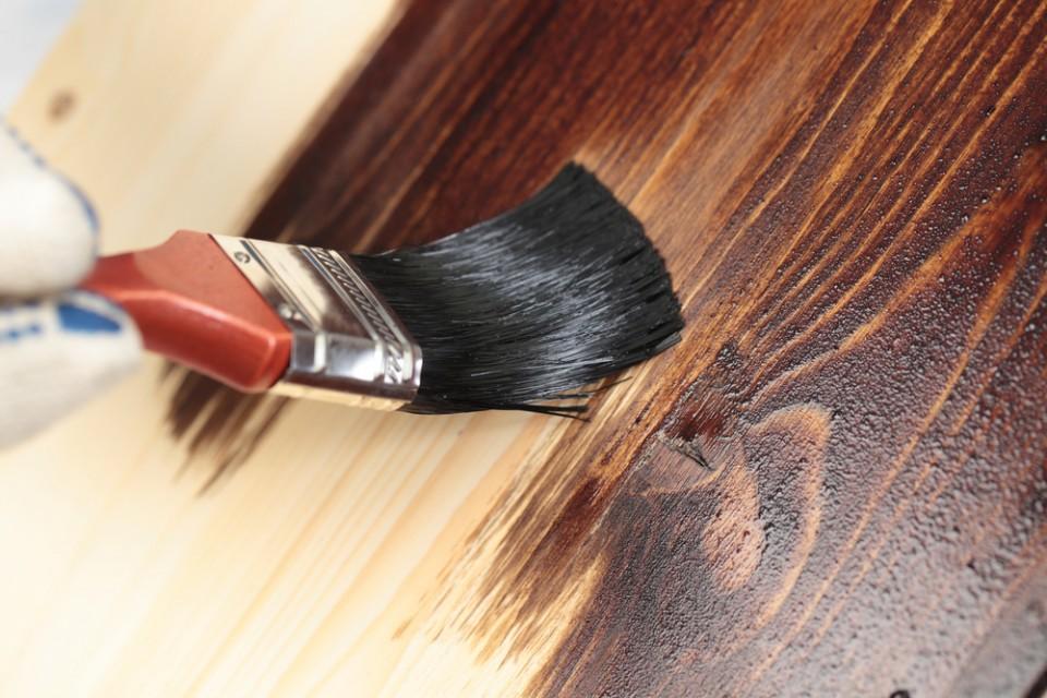 Malowanie mebli bejcą