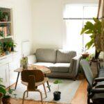 Jak oświetlić mały salon? Wskazówki